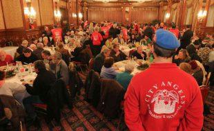 pranzo della befana city angels con i senzatetto